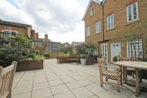 2 bed Flat to rent in Feltham Avenue...