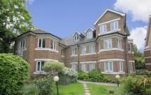 Flat to rent in Forest Road, Kew