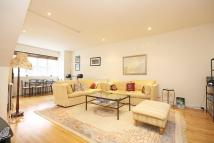 2 bedroom Flat to rent in Russell Gardens Mews