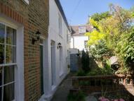 2 bedroom property in Watts Lane, Teddington