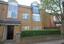 Flat to rent in Vicarage Road, Teddington