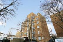 Flat to rent in Walpole Road, Teddington