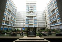 Flat to rent in Newington Causeway...