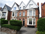 Flat to rent in Forest Road, Birmingham...