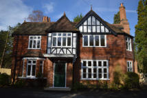 5 bed Detached house in Kennel Avenue, Ascot...