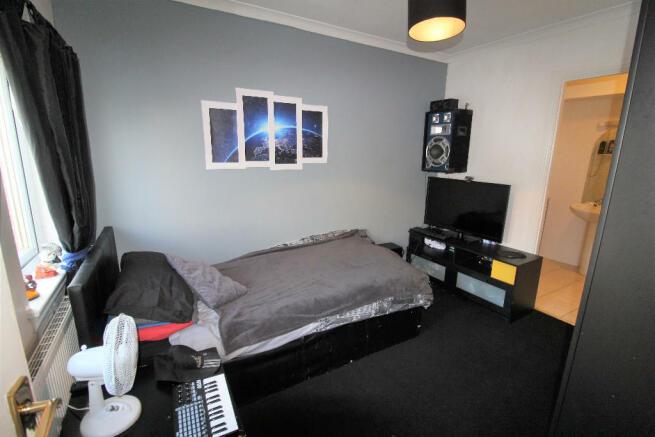 Garage/Bed 5