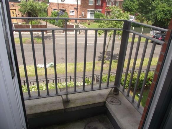 (Main)Balcony