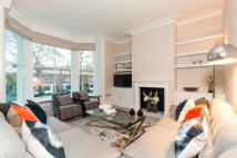 3 bedroom Flat in Addison Road...