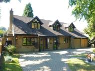 5 bedroom Detached house in High Road, Chipstead...