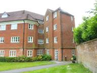 Ground Flat in Elizabeth Drive, Banstead