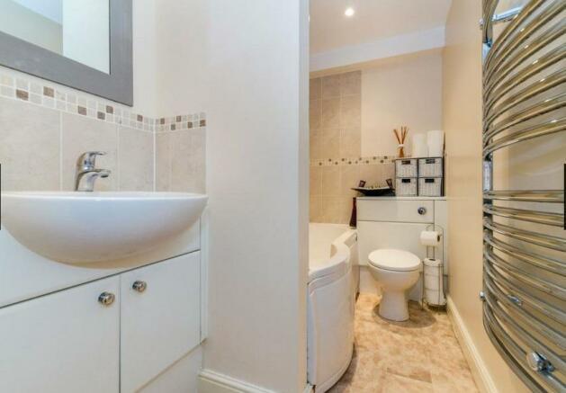 9EH Bathroom.jpg