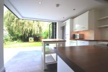3 bedroom Flat in Coolhurst Road...
