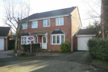 3 bed semi detached property in Cobham Grove, Whiteley