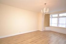 Flat to rent in Limes Avenue...