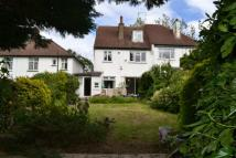 4 bed property in Friern Barnet Lane...