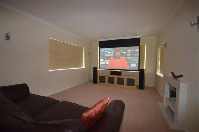 LIVING ROOM/CINEMA