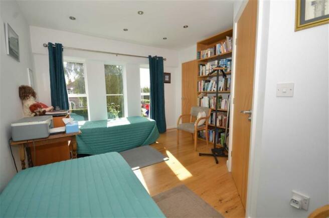 Bedroom Two (Guest)
