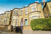 Flat in Sarsfeld Road, LONDON...