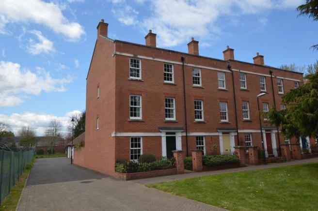 4 bedroom end of terrace house for sale in veale drive for Terrace exeter