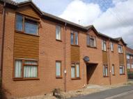 1 bed Ground Flat in Park Road...