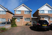 4 bed Link Detached House in Paddock Gardens...