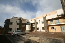 2 bedroom Flat to rent in GLOUCESTER ROAD -...