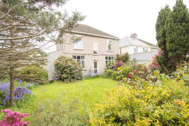 4 Bedroom Detached House For Sale In Beacon Down Avenue