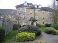 Flat to rent in Alfred Close, London, W4