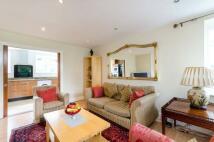 3 bedroom Flat to rent in Birch Grove House, Kew...