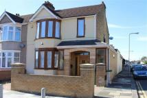 4 bed Detached house for sale in Breamore Road, Goodmayes...