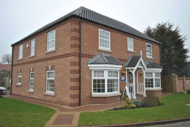 4 bedroom detached house for sale in hawthorn croft