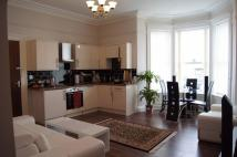 2 bed Flat to rent in Craig y Don Parade...