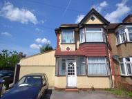 2 bed Flat in Elms Park Avenue...