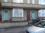 Ground Flat in Mead Road, Gravesend...