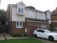 3 bedroom house to rent in Valley Drive, Gravesend...