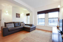 Flat in Cadogan Road, London...
