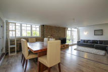 2 bed Character Property in Marlborough Road, London...
