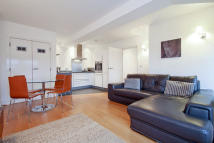 Flat to rent in Cadogan Road, London...