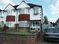 3 bed semi detached house in Chase Way, London, N14