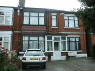 Studio flat to rent in Bowes Road, London, N13