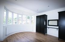 4 bedroom semi detached house in Linkside, London, N12