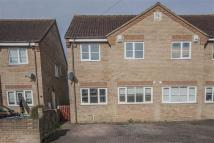 3 bed semi detached house to rent in Beachampstead Road...