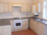 Town House to rent in Vista Road...