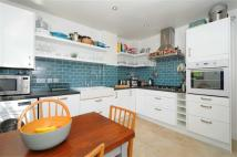 Apartment in Brondesbury Park...