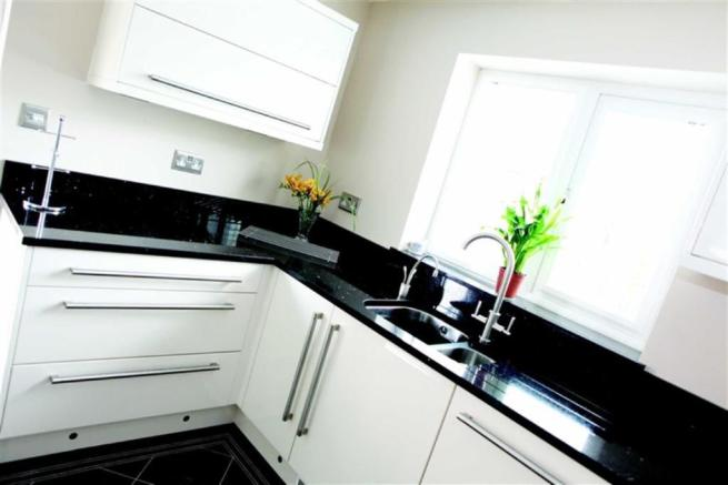 2 bedroom end of terrace house for sale in ryecroft