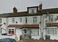 Terraced home to rent in Annesley Avenue...