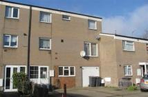 3 bedroom Maisonette in Gaydon Lane, Colindale...