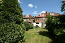 5 bed house in Amherst Avenue, Ealing...