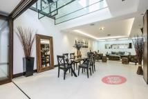 4 bed property for sale in Holinser Terrace...