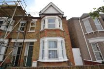 2 bedroom Flat in Grove Avenue, Hanwell, W7